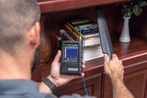 使用中的ANDRE高级近场检测接收器鞭状天线